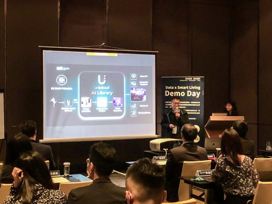 入圍新創於Demo Day上台簡報創新商模,爭取投資人青睞及企業合作機會。