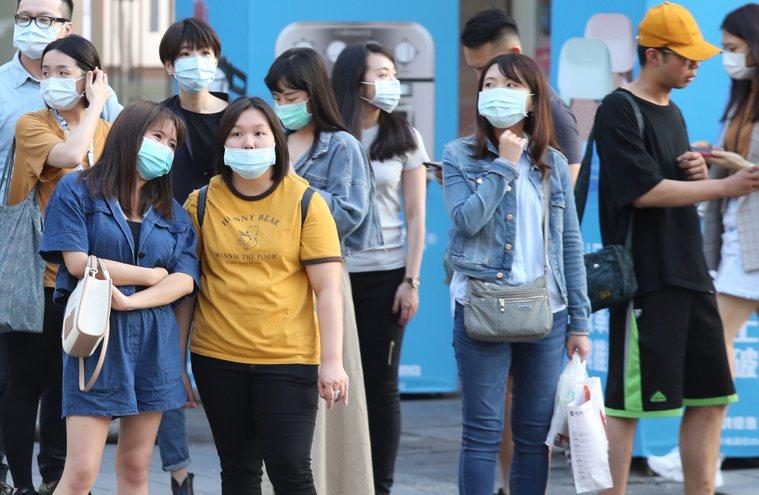 圖為民眾戴口罩示意圖。記者曾學仁攝影/報系資料照
