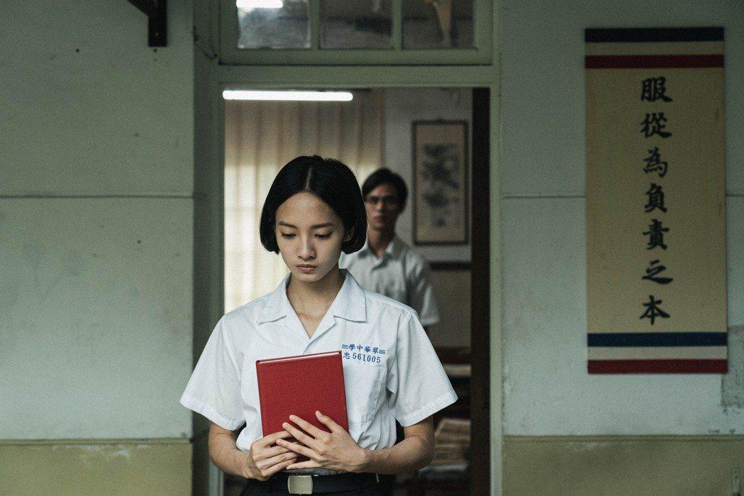 影集宣傳曲MV以韓寧所飾演的「學姊」方芮欣視角出發。圖/公視提供