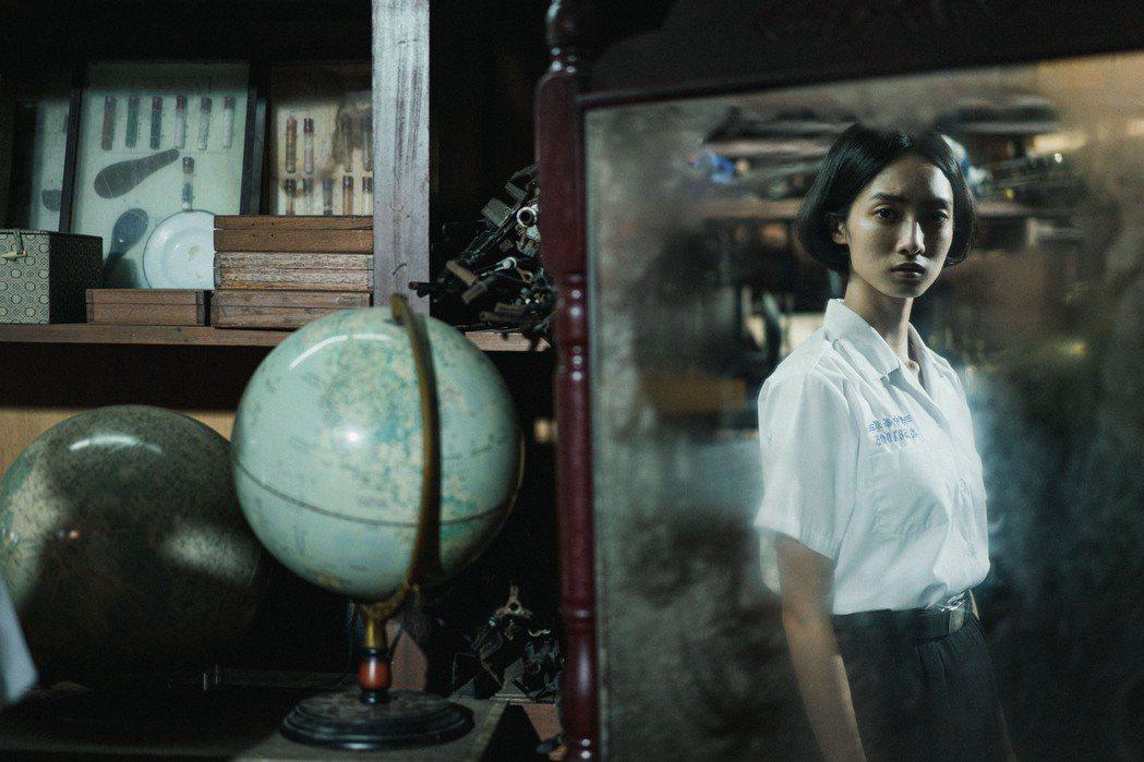 韓寧所飾演的方芮欣困在學校30年。圖/公視提供