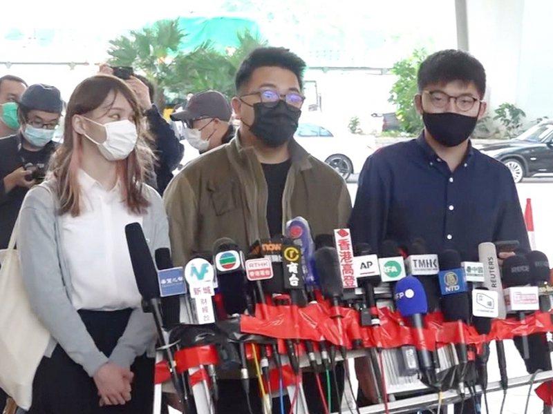 香港民運人士黃之鋒等人昨天在法庭承認煽惑他人參加未經批准集結等罪。(圖取自香港電台)