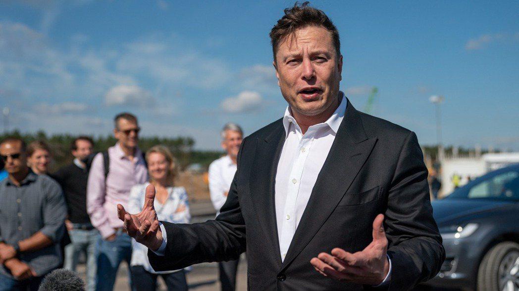 特斯拉(Tesla)執行長馬斯克(Elon Musk)今年9月初訪問德國柏林附近...