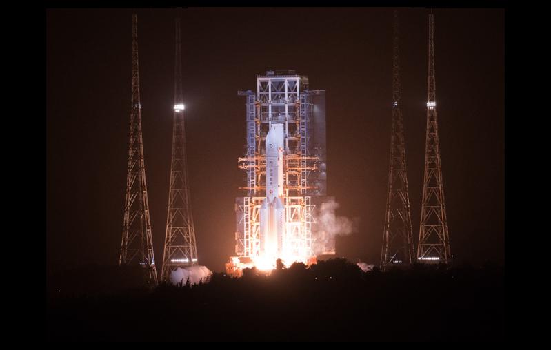 大陸24日4時30分以長征五號遙五運載火箭成功發射嫦娥五號探測器。新華社