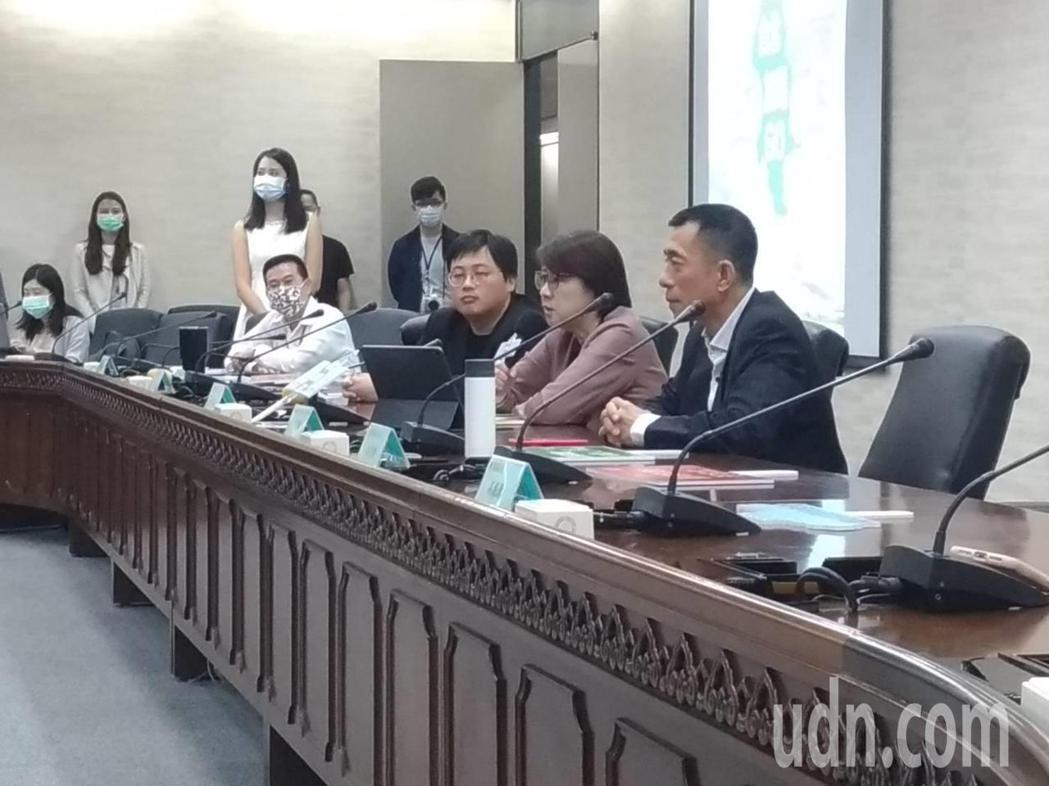 蘇貞昌說「做到流汗被嫌到流涎」,台北市副市長黃珊珊說,「這不是在說我嗎?」黃也嗆...