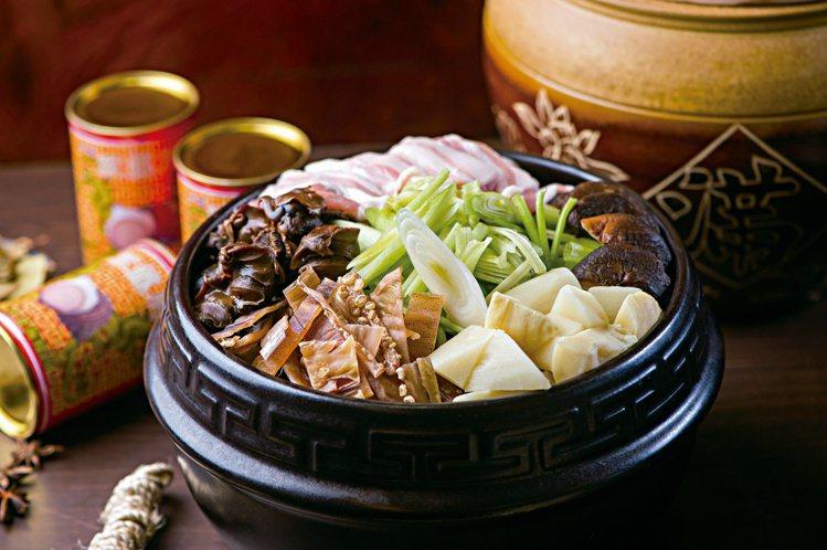 北投酒家菜的代表「魷魚螺肉蒜」。圖/大地酒店提供
