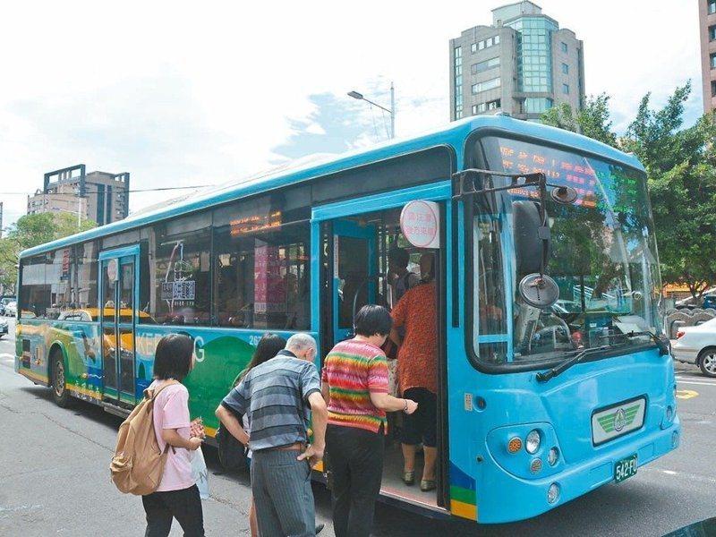 基隆市公車虧損的長年問題,每次談檢討都顯得包袱重重。圖/聯合報系資料照片