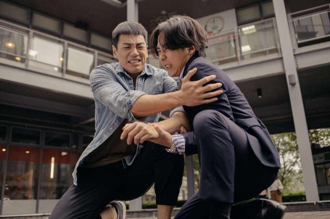禾浩辰(左)與巫建和劇中有多場精彩逗趣打鬧戲碼。圖/公視提供