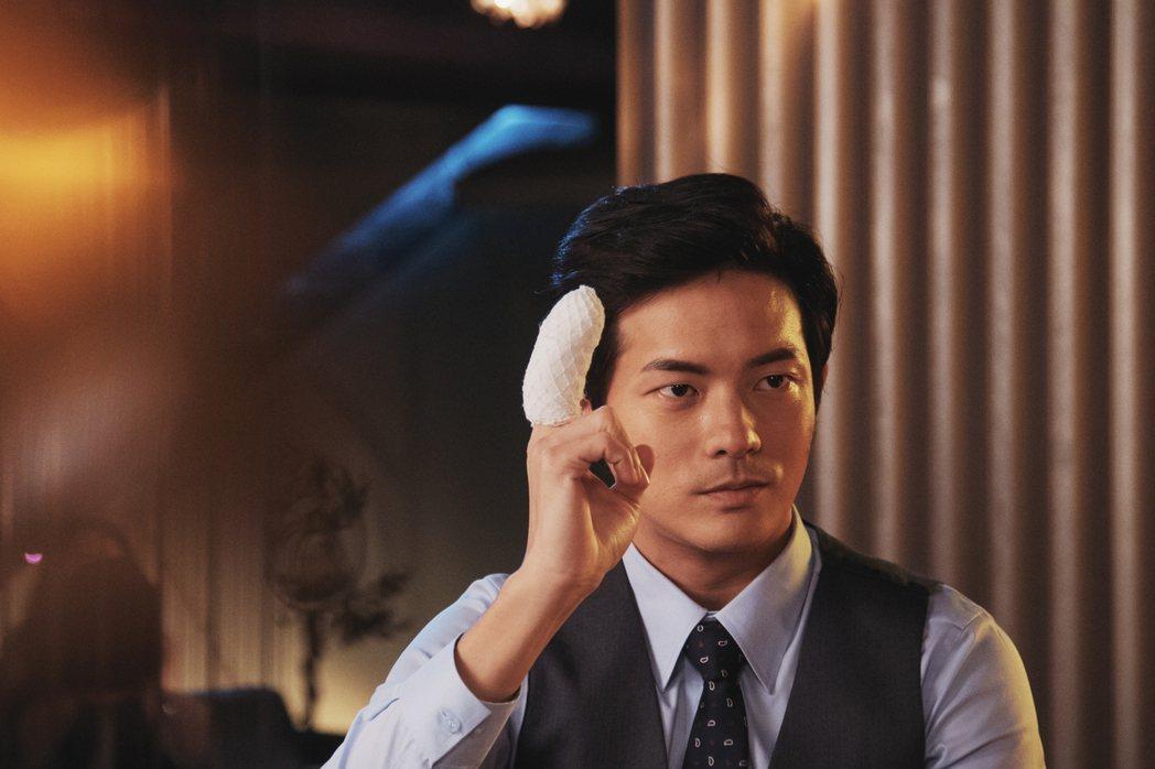 宥勝在「戒指流浪記」中飾演保險精算師。圖/HBO Asia提供