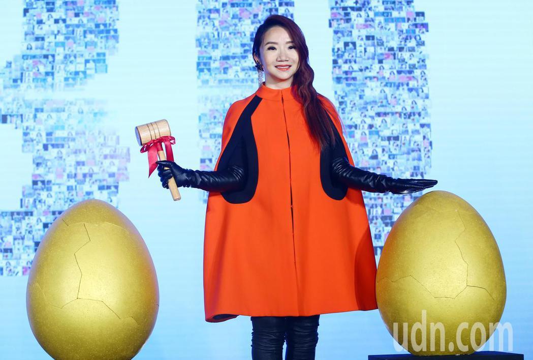 藝人陶晶瑩下午召開記者會,宣布明年二月攻蛋,舉辦首場屬於自己的萬人演唱會。主辦單...