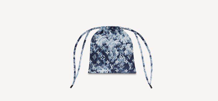 Monogram Tapestry男款頭巾及口罩套套裝,附有束口袋。圖/取自LV...