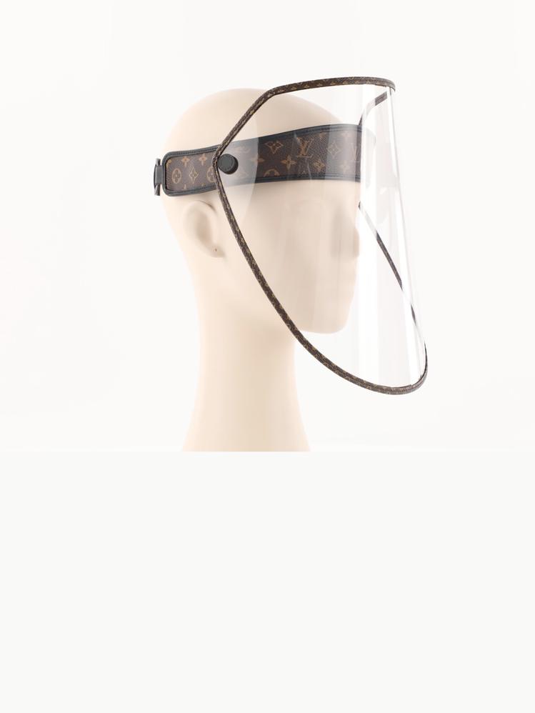 LV Shield女款面罩,30,700元。圖/取自LV官網
