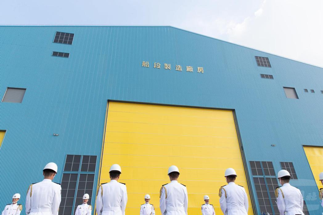 「潛艦國造建造案開工典禮」去年在高雄台船公司舉行,圖為潛艦「海昌計畫」船段製造工...