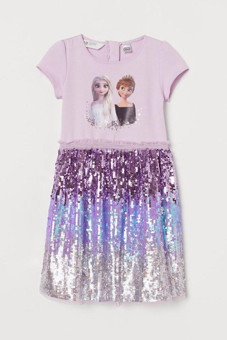 H&M《冰雪奇緣 》聯名系列亮片洋裝999元。圖/H&M提供