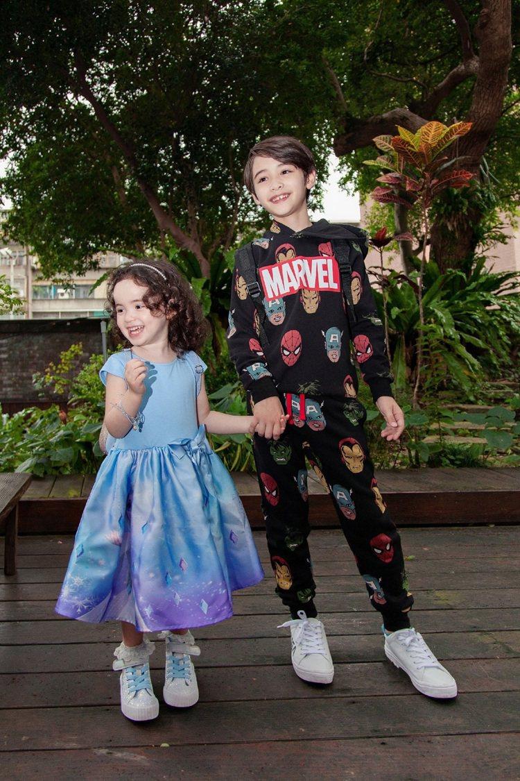 童星伊萊(右)身穿H&M與漫威聯名系列, 和妹妹伊菲(左)則演繹《冰雪奇緣 》 ...
