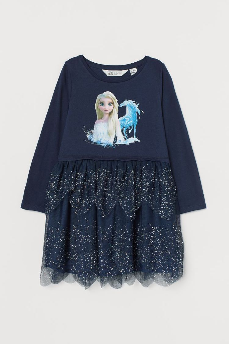 H&M《冰雪奇緣 》聯名系列印花連身洋裝499元。圖/H&M提供