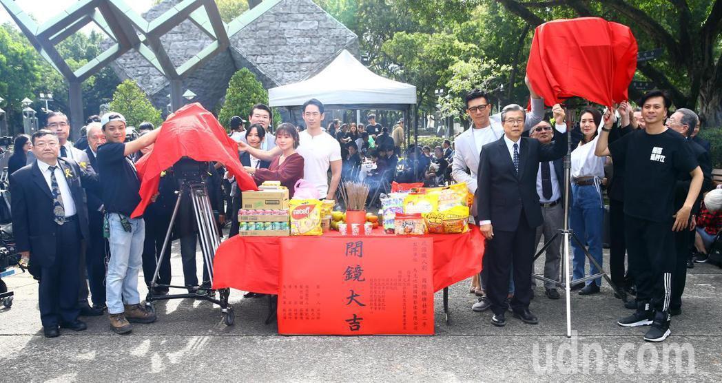 「國際橋牌社2」於台北228公園舉行團拜儀式。記者杜建重/攝影