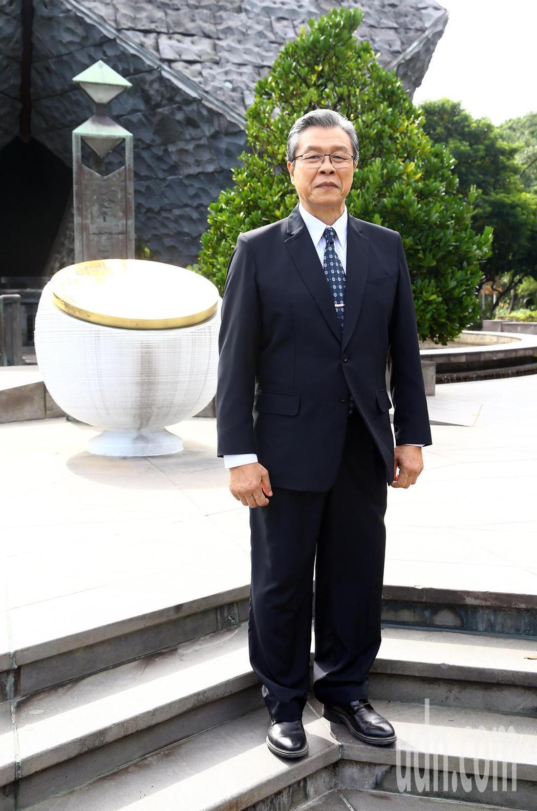 「國際橋牌社2」於台北228公園舉行團拜儀式,飾演李前總統的楊烈。記者杜建重/攝...