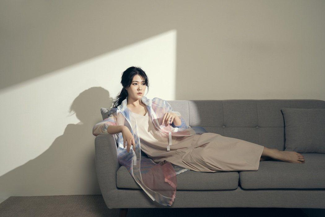 「金曲歌后」曹雅雯推出全創作專輯「自本」。圖/安樂茂思提供