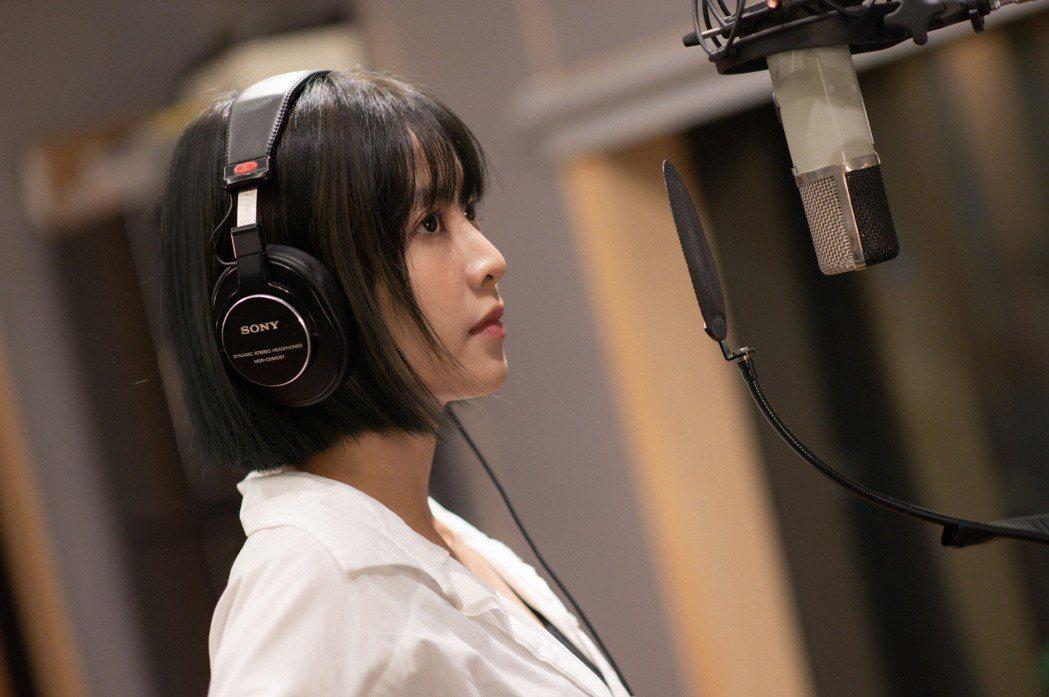 林艾璇(大元)推出寫真集,順勢推出新曲。圖/藝和創藝提供
