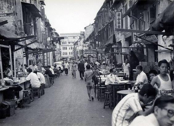 從小在新加坡傳統市場長大的林鑫川說,這張照片跟他小時候住的地方很像。圖/林鑫川提...