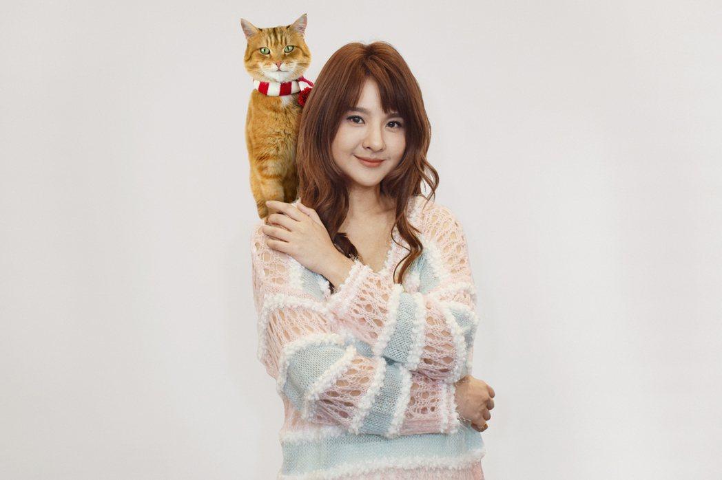郭靜獻唱「再見街貓BOB」宣傳曲。圖/采昌提供