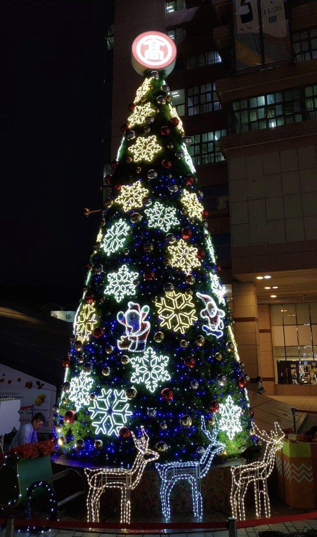 大葉髙島屋高達10米的耶誕樹將於12月5日晚上5點半舉辦點燈儀式。大葉髙島屋/提...