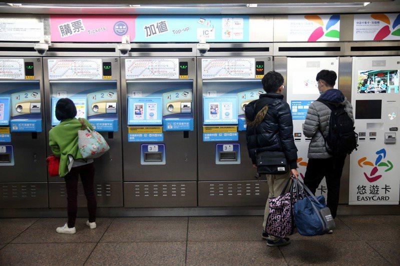 北捷預計明年更新50台票卡查詢機台,遭交通委員會質疑預算暫擱。本報資料照片