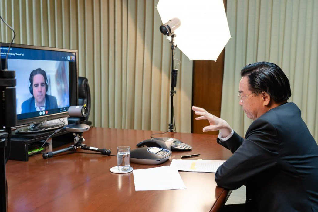 外交部長吳釗燮19日接受挪威最大報「晚郵報」視訊專訪。圖/外交部提供