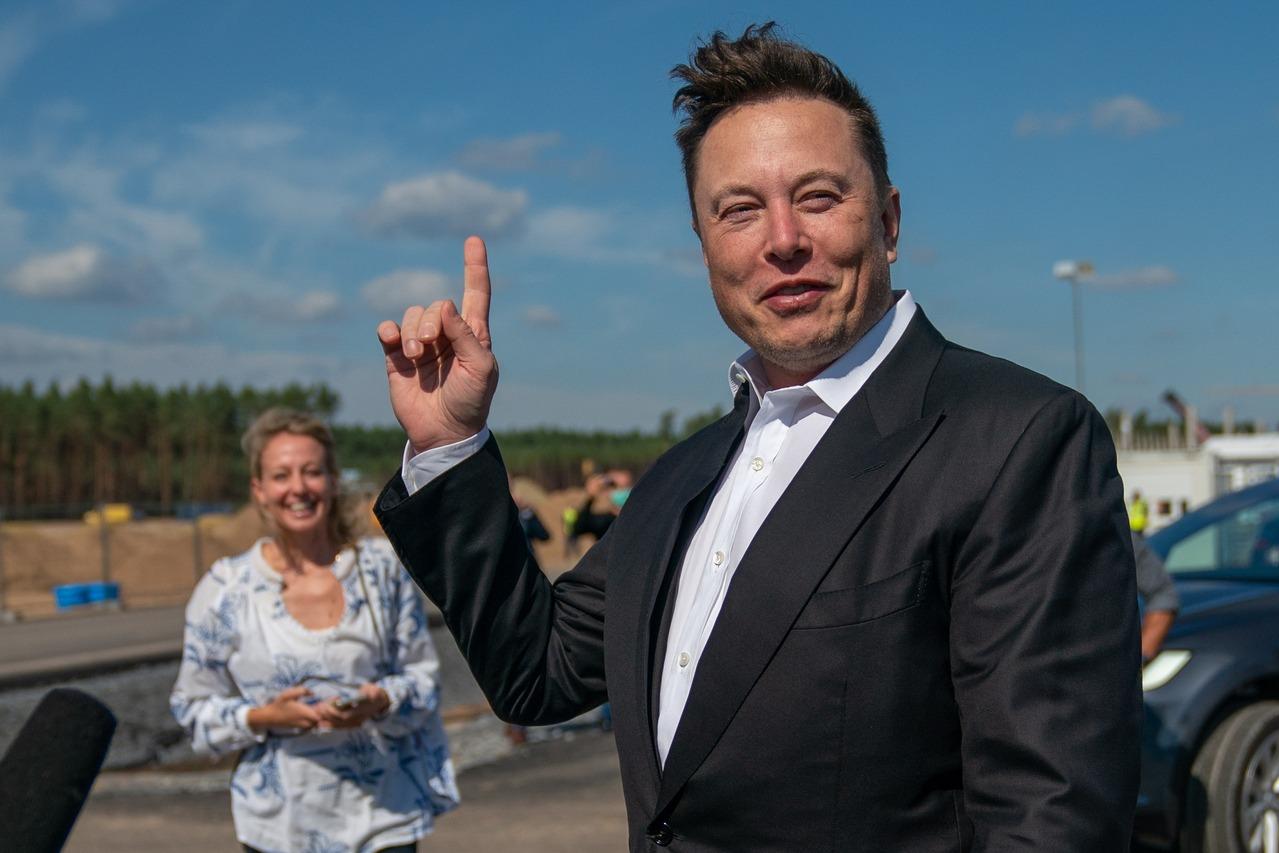 創辦人成全球第二富豪隔天 特斯拉市值也飆破5千億美元