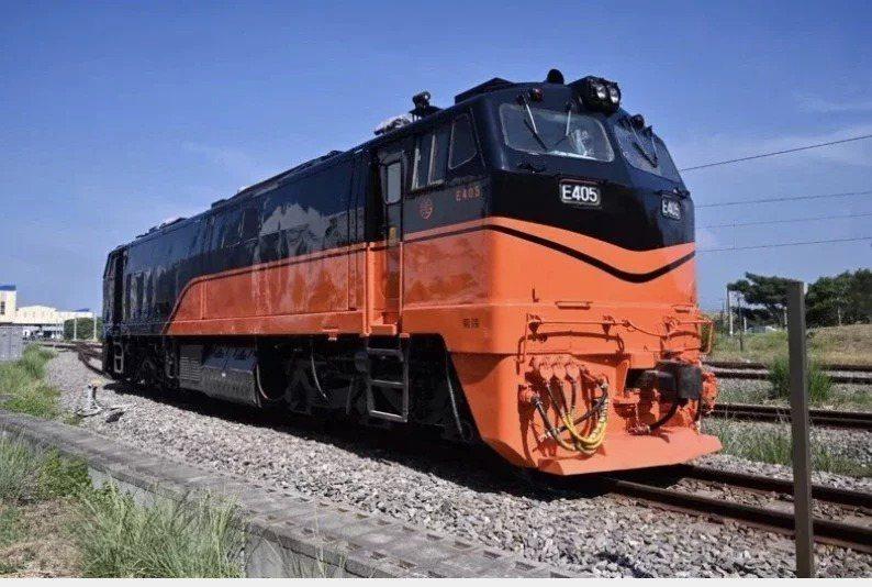 根據台鐵規畫,「鳴日號」觀光列車預計十二月中將開環島試營運。圖/台鐵局提供