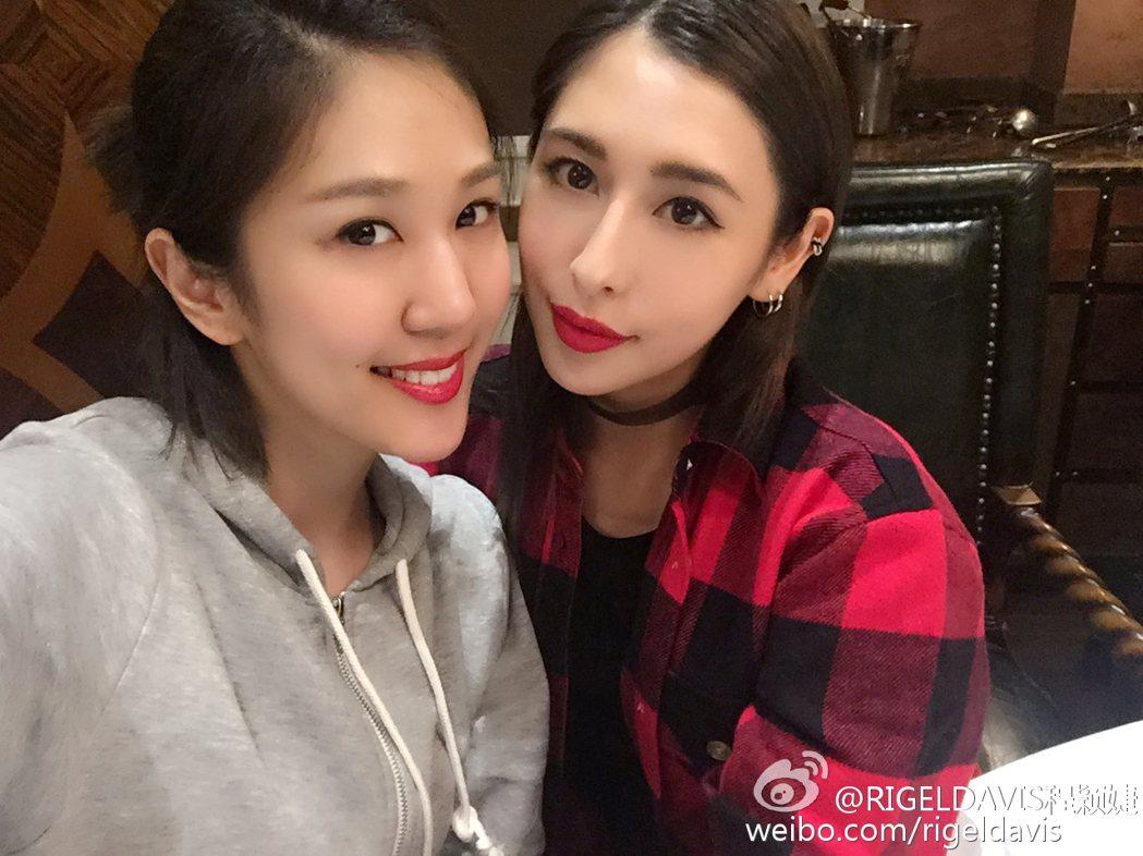 Ariel(左)與上海名媛程穎婕。圖/擷自微博