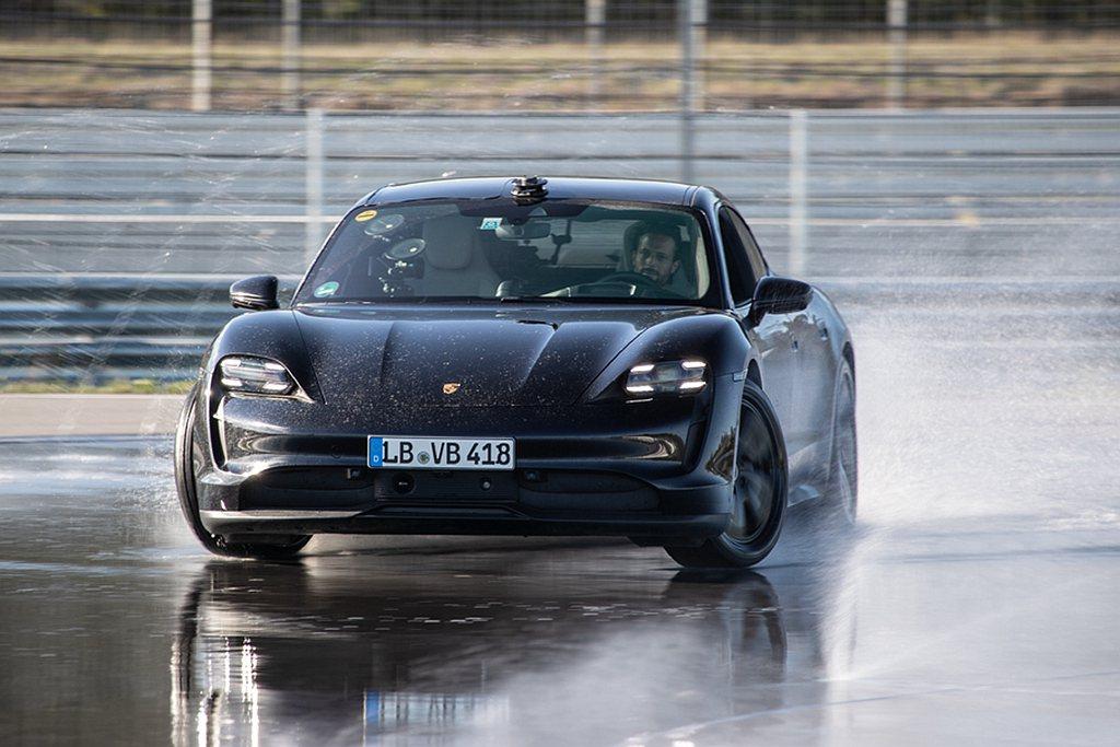 保時捷純電跑車Taycan在電動車領域獲得最長甩尾紀錄金氏世界紀錄(Guinne...