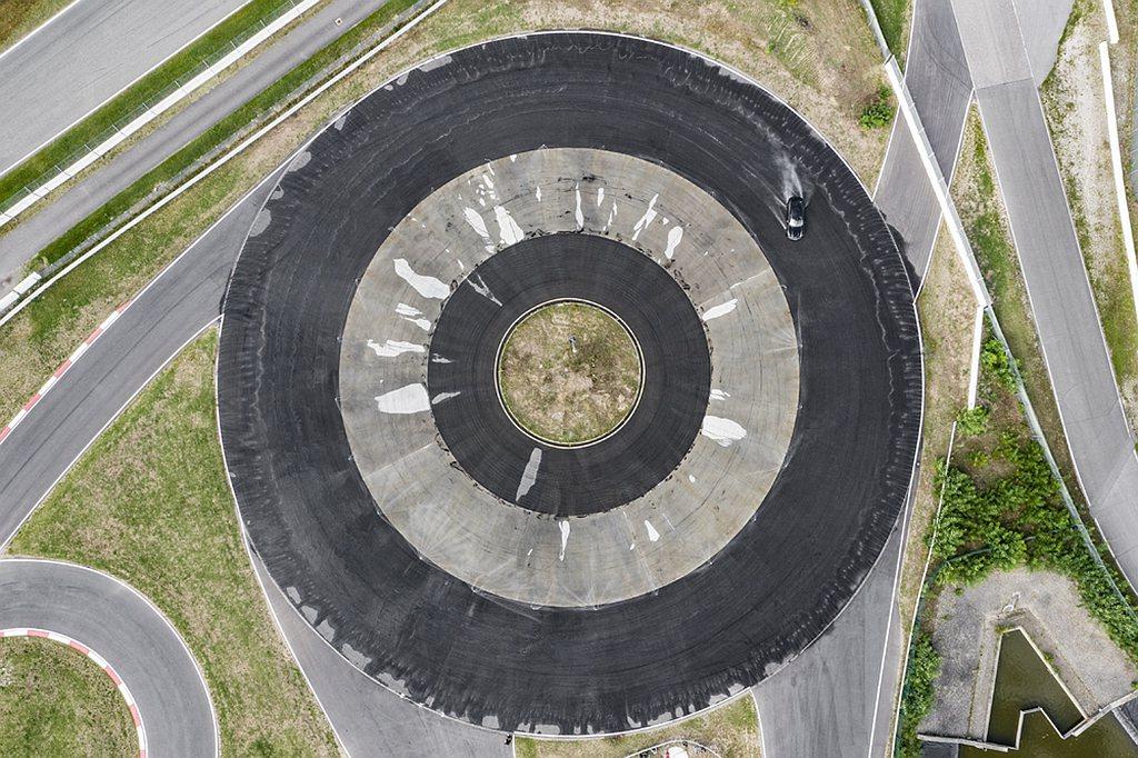 霍根海姆的保時捷體驗中心剛慶祝成立滿一週年:佔地170,000平方公尺的中心於2...