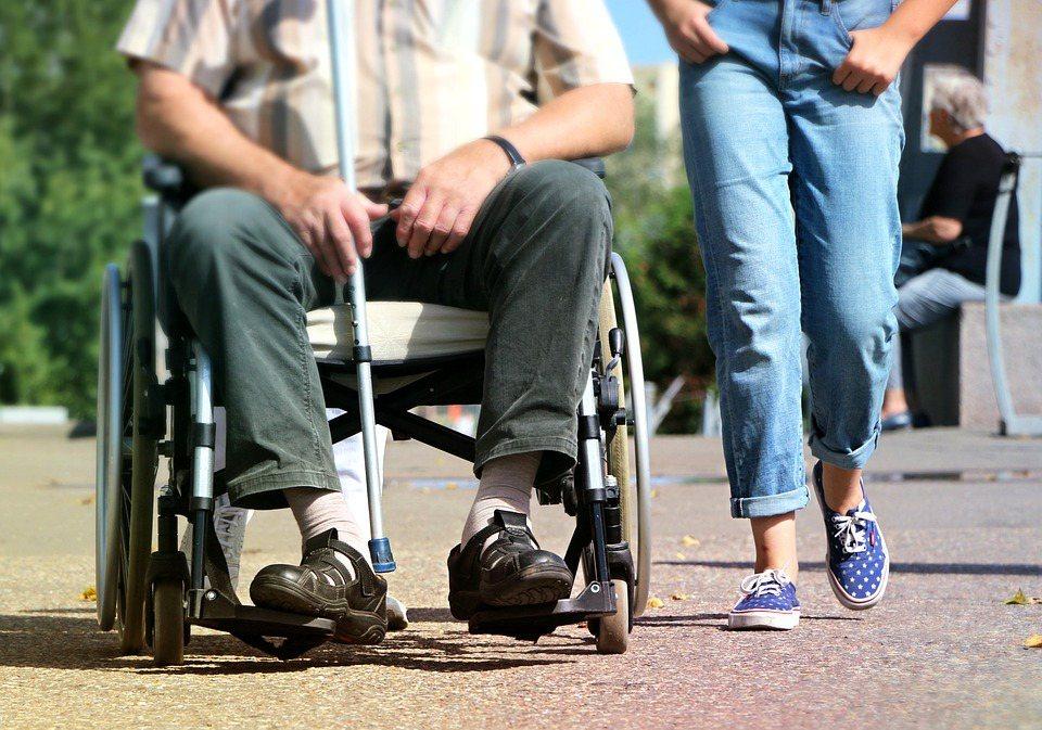 疾病導致失能的機率其實很高,是意外的好幾倍。 圖/pixabay