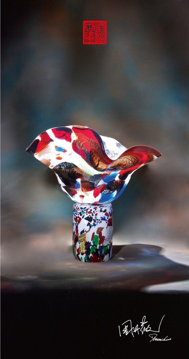 這次個展展出的作品,形體奔放而不規則,表現出周丹薇自義大利習得的藝術養分。 圖/...