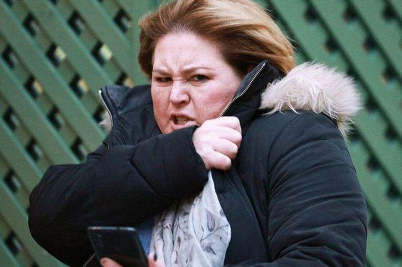 39歲英國媽媽在高速公路被超車後,辱罵該駕駛種族歧視字眼,法院判處一年的社區服務令,並得完成60小時無償勞務。 圖/取自liverpoolecho
