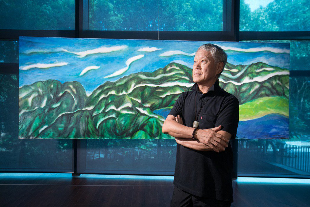 蔣勳的作品,先前在雲門展出,畫作背後是自然風景。記者陳立凱/攝影