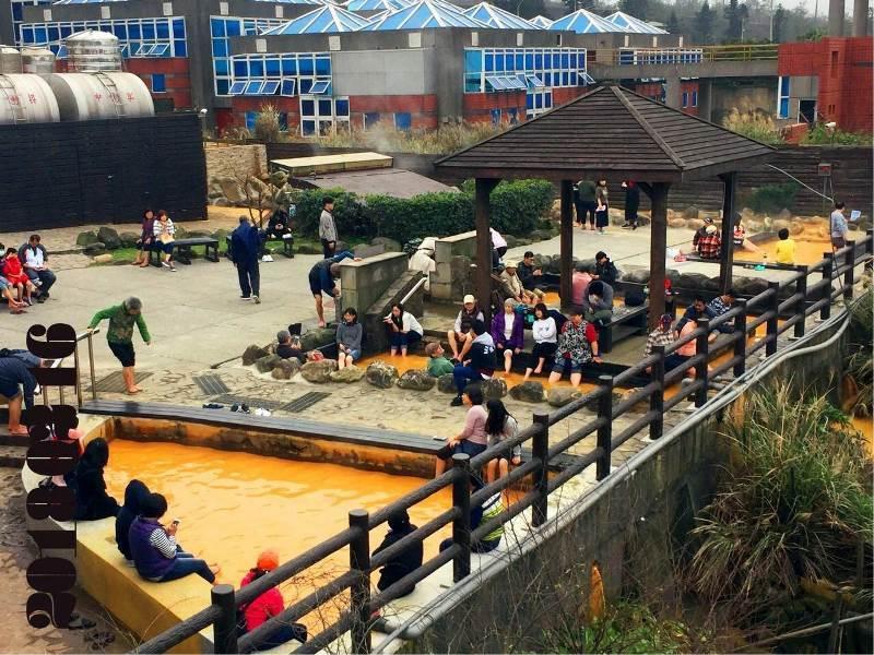 磺港公共浴室「黃金之湯」泡腳池。 圖/金山區公所