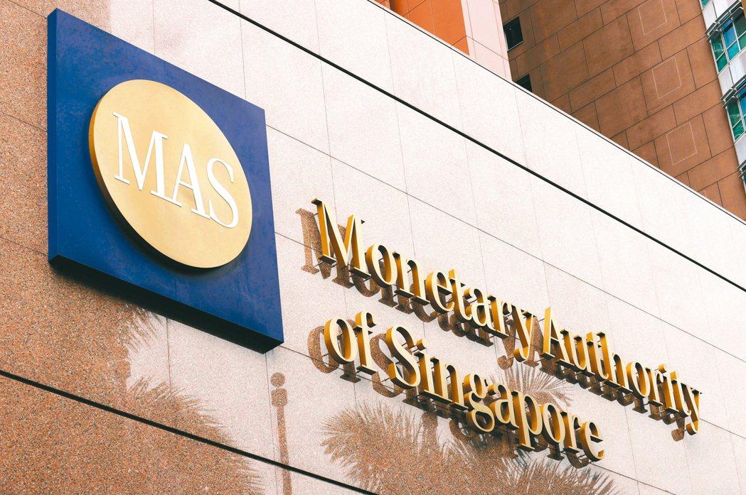 新加坡金管局24日提出獎勵計畫,協助企業取得綠色貸款,推動星國成為綠色金融重鎮。...