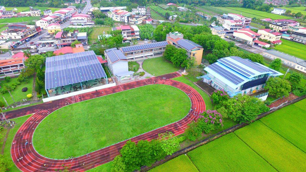 學校與在地里民的支持,除了互惠,更能實踐教育推進,讓環保再生理念種子茁壯成長。
