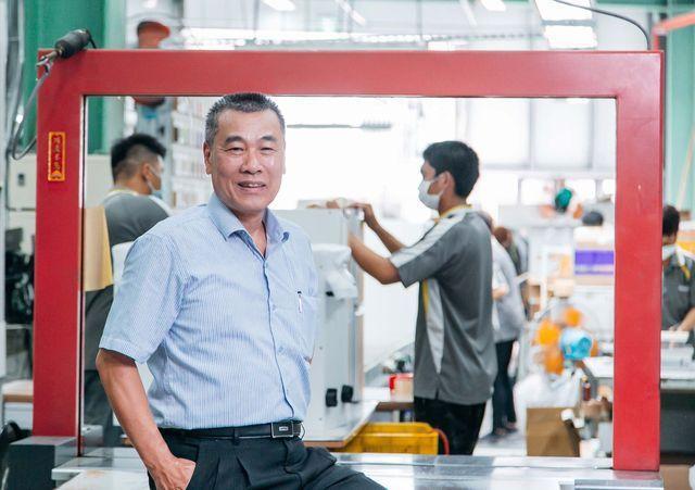 台灣櫻花總經理林有土透過經濟部工業局協助,透過智慧製造提升生產效率,帶動生產到服...