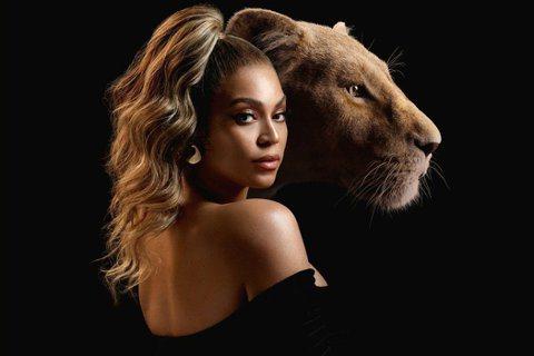 第63屆葛萊美獎入圍名單今天出爐,美國樂壇天后碧昂絲(Beyonce)靠視覺專輯Black is King一口氣囊括9項提名,最為風光。法新社報導,英國歌手杜娃黎波(Dua Lipa)、美國創作才女...