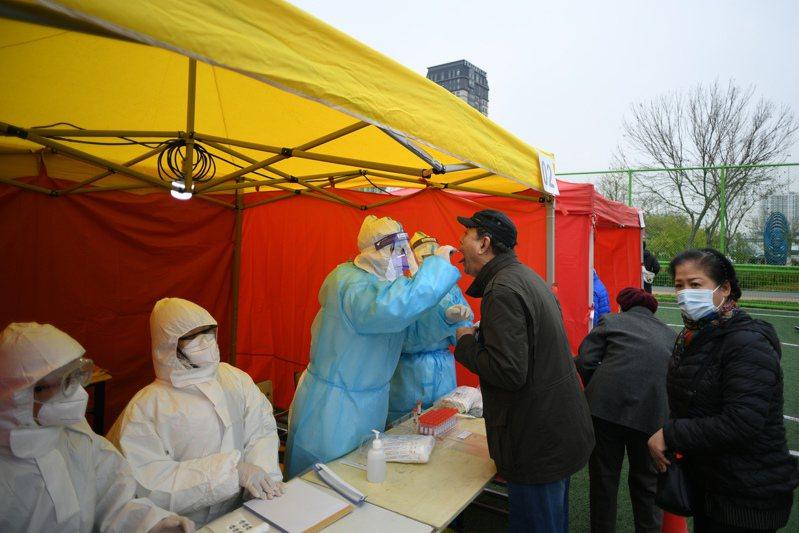 中國24日新增5例境外移入病例。 中新社
