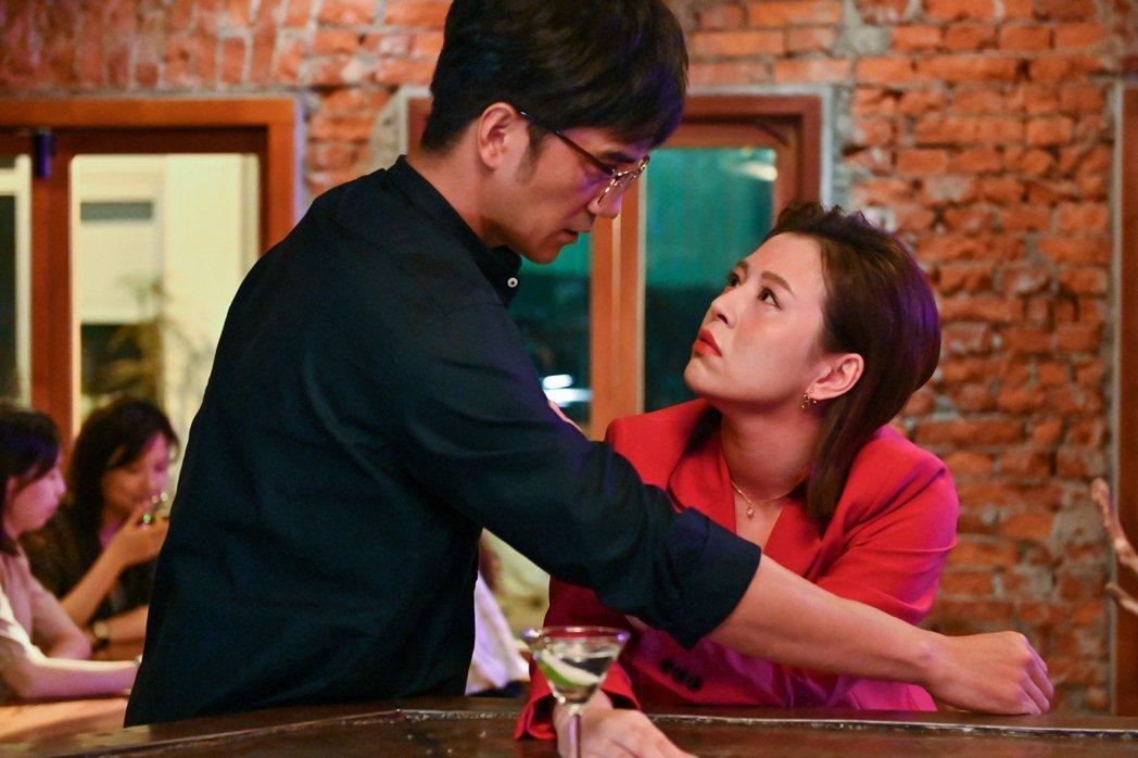 劉品言(右)與馬志翔劇中展開曖昧又危險的男女關係。圖/三立提供