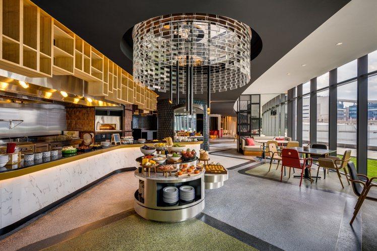 黑五住房專案可選用4樓人氣餐廳T R Bar Kitchen享用早餐,或是「午...