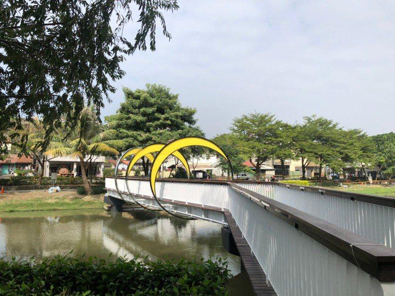 台南市文化局重塑月津港園區內8道橋梁的燈光風格,延續月津港燈節所奠定「最美水岸」的稱譽。圖/台南市文化局提供