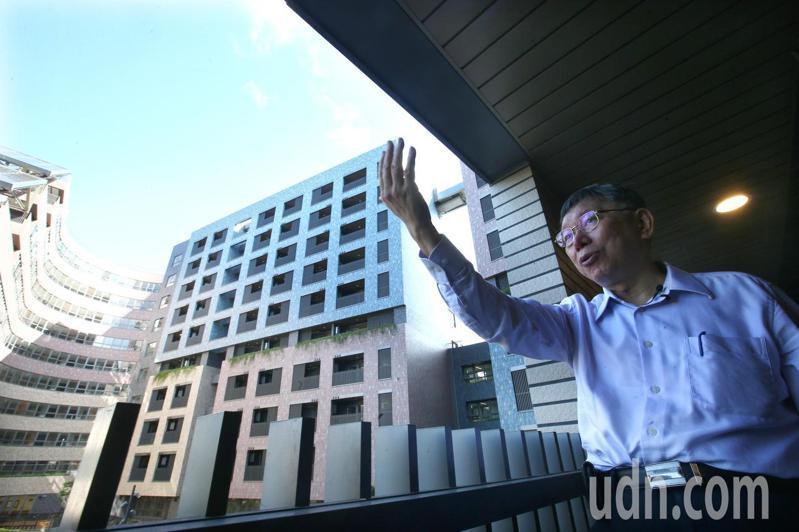 台北市長柯文哲赴明倫社會住宅。聯合報系資料照片/記者蘇健忠攝影