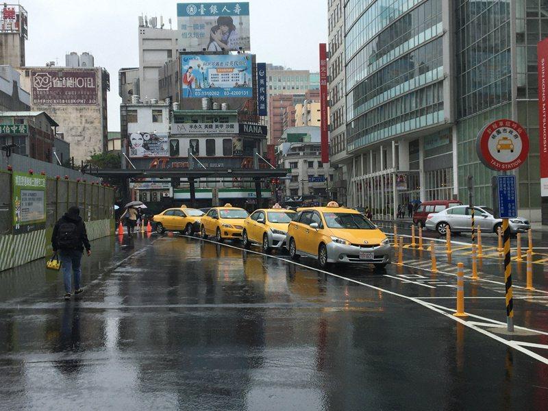 桃園不少計程車司機反映臨時停車下客屢遭檢舉。本報資料照