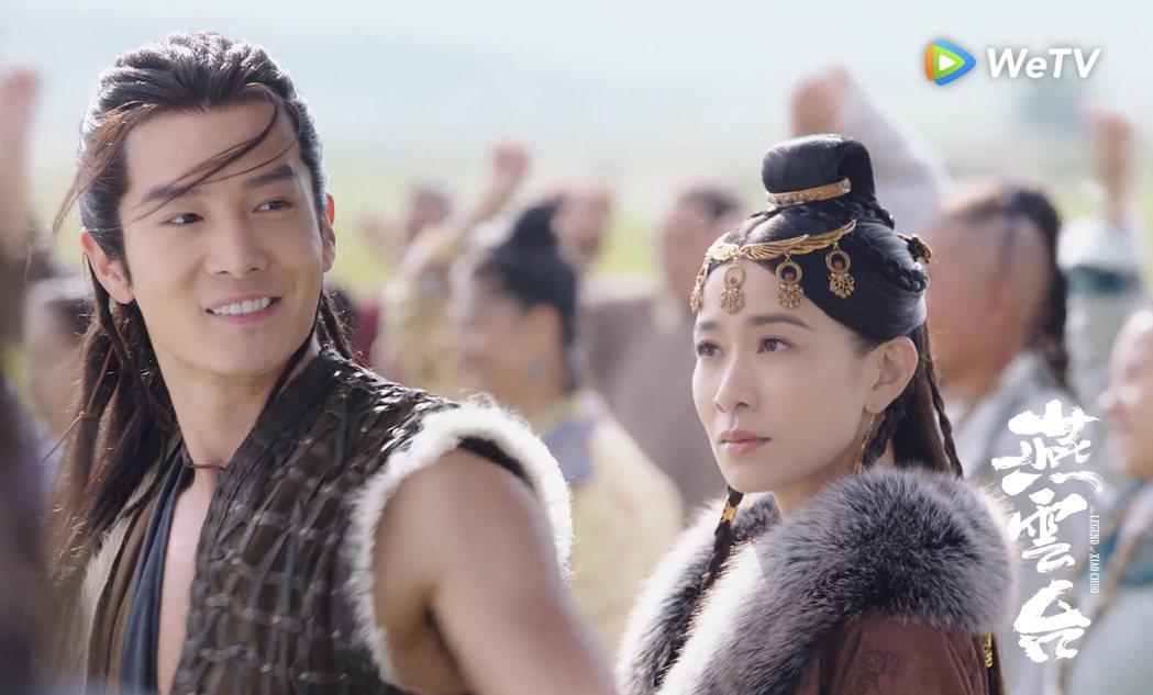 佘詩曼(右)含情脈脈地看著盛一倫。圖/WeTV海外站提供