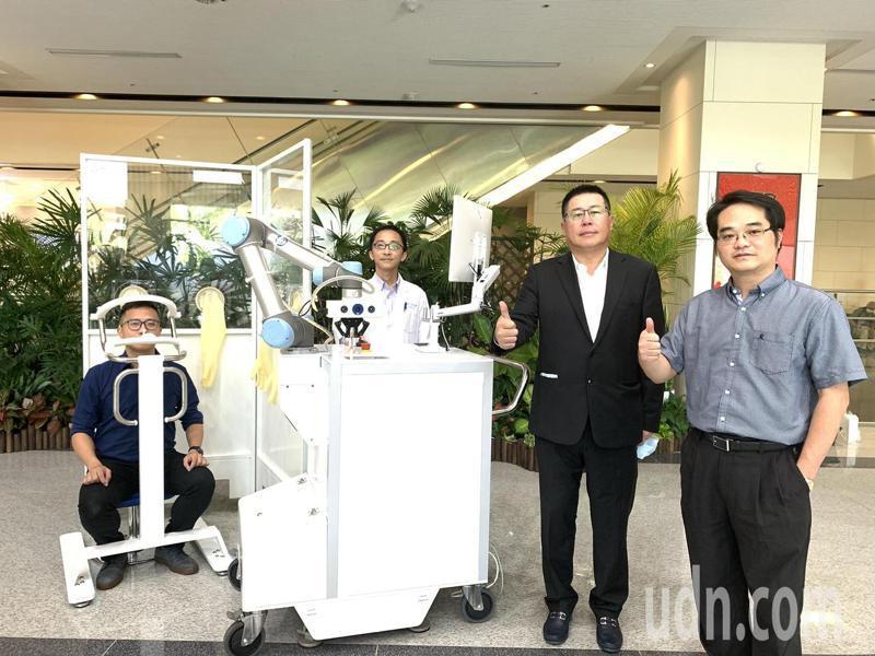 中國醫藥大學新竹附醫和鈦隼生物科技合作,申請「自動鼻咽採檢機器人」台灣衛福部臨床實驗。記者陳斯穎/攝影